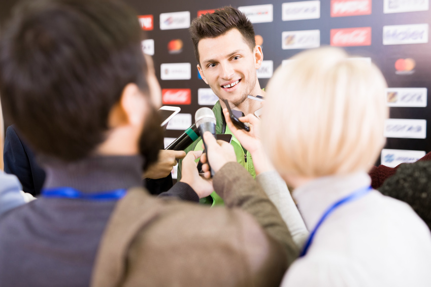 Anlässlich der laufenden Ski-WM – Dialekt oder Hochsprache im Interview?
